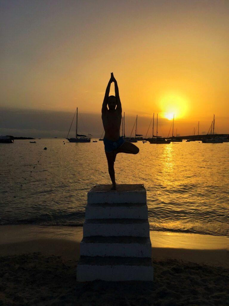 Vacaciones de yoga en velero en Baleares